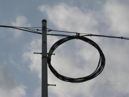 集落の入口で止まっている「光ケーブル」