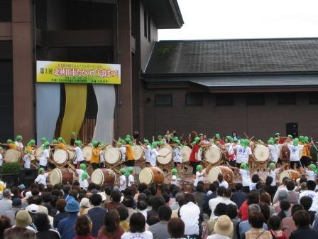 鷹巣祇園太鼓振興会の演奏
